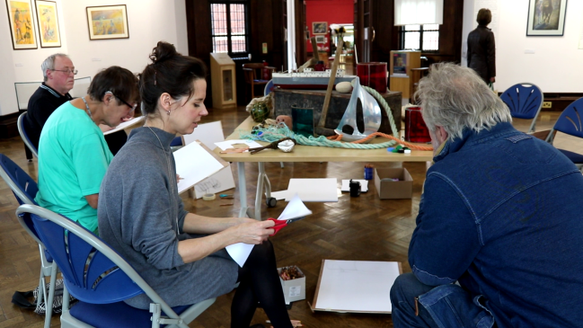 Esther Cawley conducting the still life session