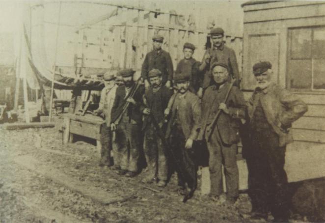 Shipyard workmen c.1900 (DDX2180-1-544)